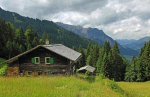 山小屋は登山者の憩いの場所