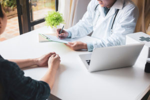 専門医が性病治療を説明する